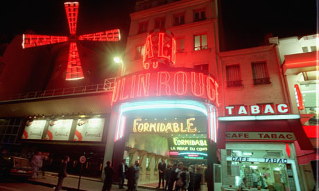 The-Moulin-Rouge-in-Paris-001