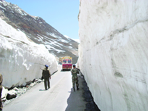 Rohtang Pass Mountain in Manali - Video Reviews, Photos ... |Rohtang Pass Weather